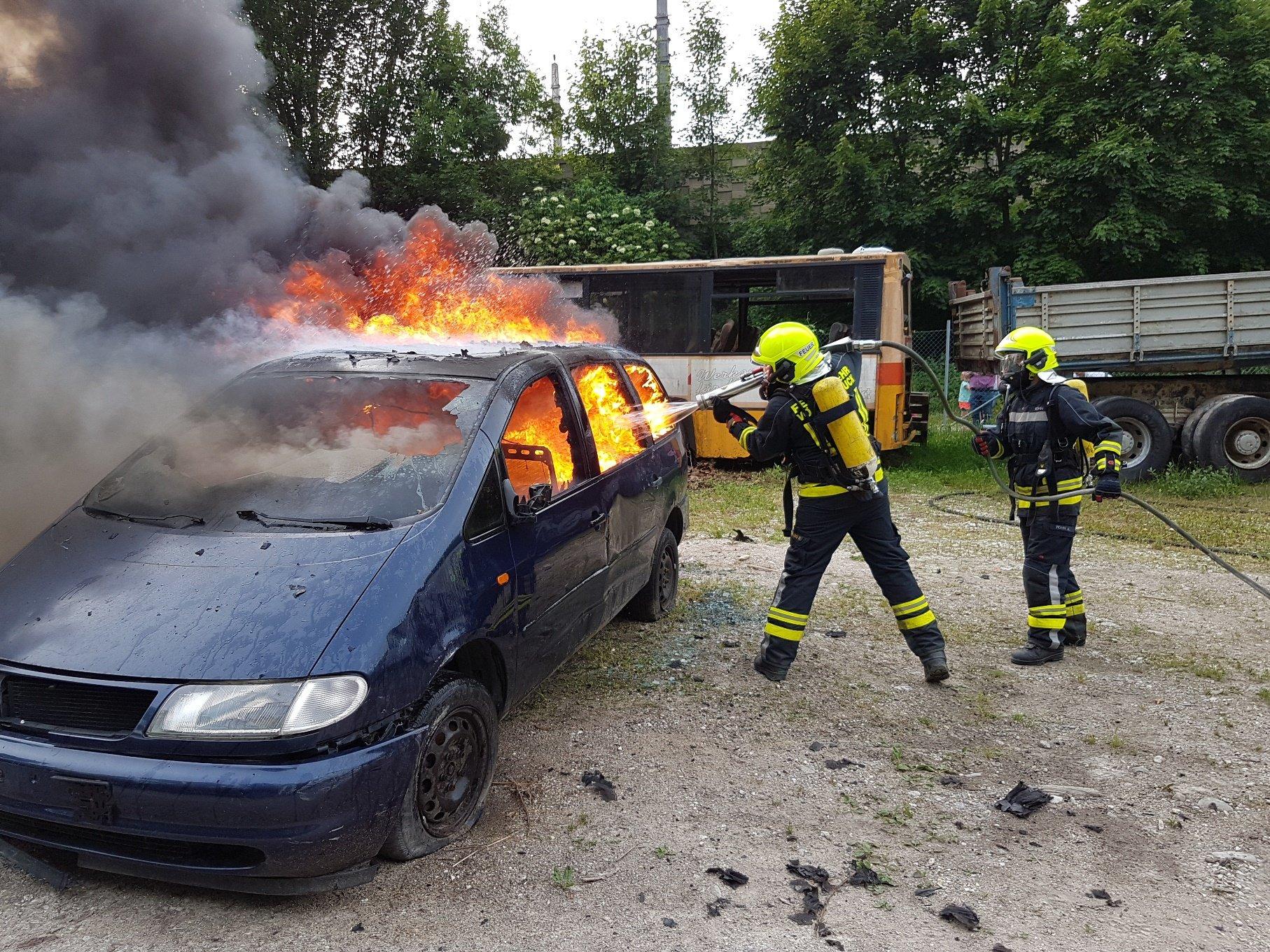 uebungpkwbrand 17 - Ölspur Wartenburger Straße